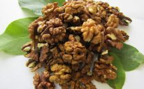 Янтарная бабочка-половинка для желающих купить грецкий орех оптом.