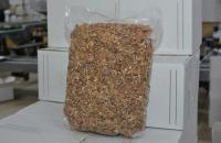 Переработанный грецкий орех упакованный в вакуумную упаковку.