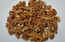 Mixture of walnut kernel