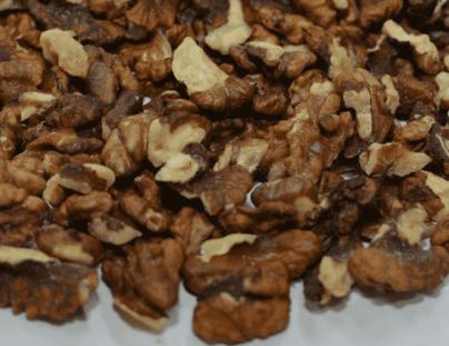 Фото выращенного грецкого ореха в Украине, фракция четверть янтарная.